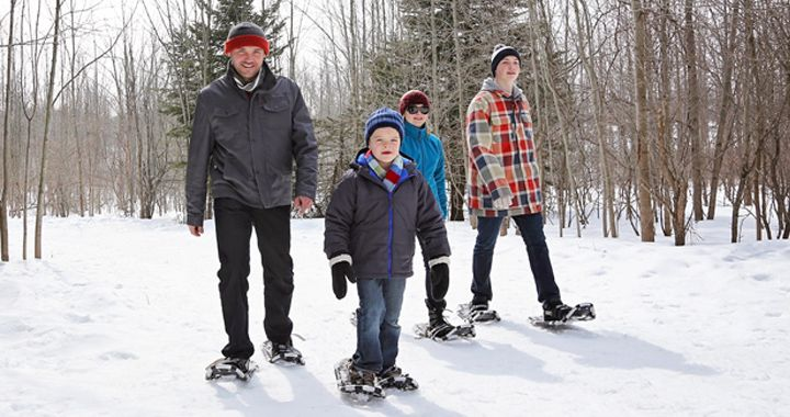 beginners snowshoeing guide - snowshoeing with kids